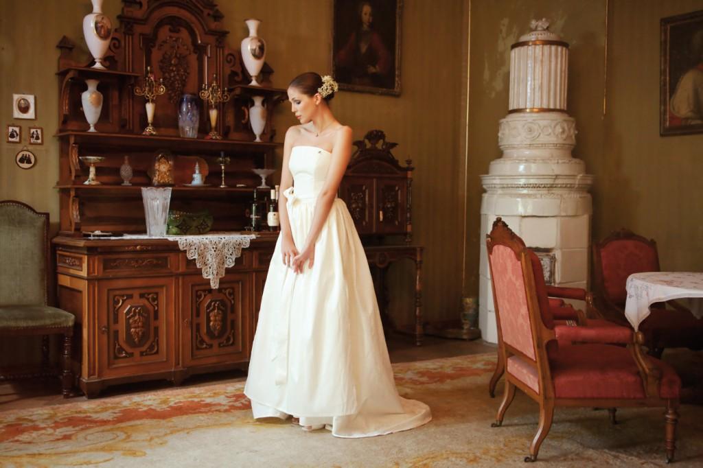 Brautdirndl weiß, lang v. Ploom