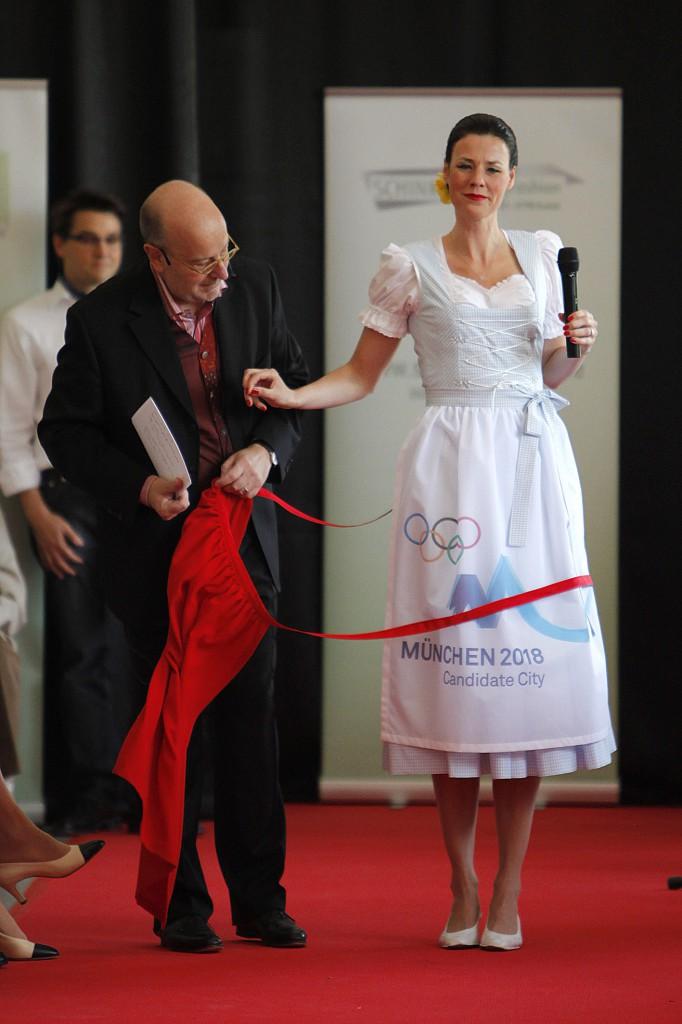 Claudia Bokel wird dieses Dirndl am 6. Juli zur Sitzung des IOC in Durban, auf der die Vergabe der Olympischen Winterspiele beschlossen wird, tragen