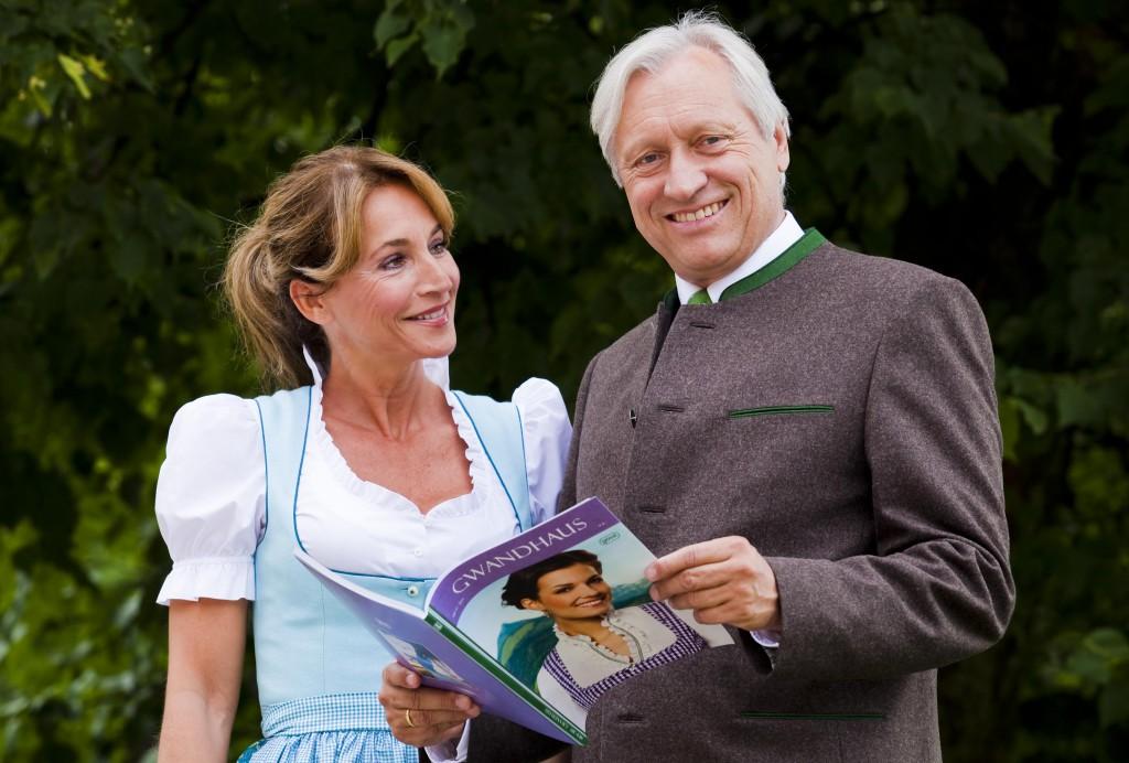 Gössl Dirndl für Caroline Beil - Blättern im Gössl Gwandhaus Journal
