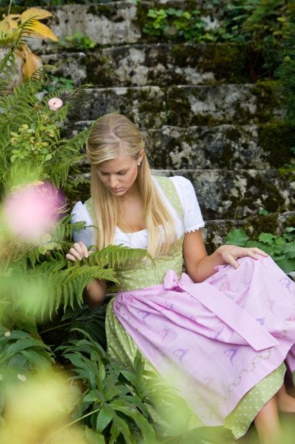 Susanne Spatt; Sommer 2011 - Baumwolldirndl mit Bahnenrock, Baumwollschürze mit original Ausseer Handdruck