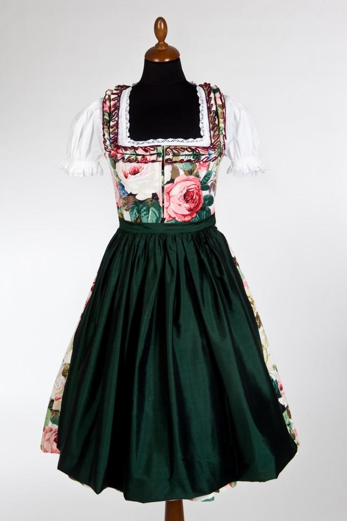 Dirndl Mode Lena Hoschek: Rote Rosen mit dunkelgrüner Schürze