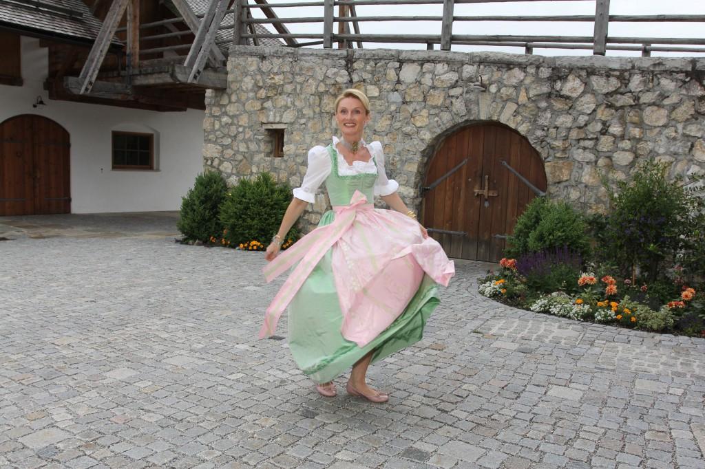 Pastellfarbenes Seiden Brautdirndl von Lanz