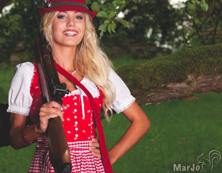MarJo Dirndl rot mit karierter Schürze