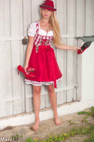 marjo freche wiesn dirndl zum kleinen preis dirndl mode. Black Bedroom Furniture Sets. Home Design Ideas