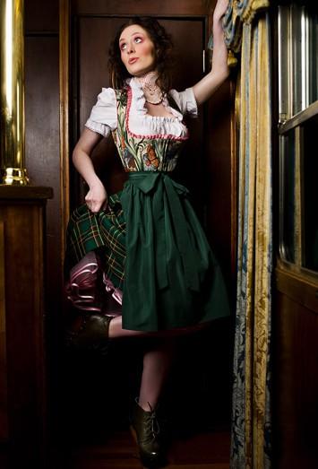 Dirndl grün mit Petticoat von Dirndlherz®