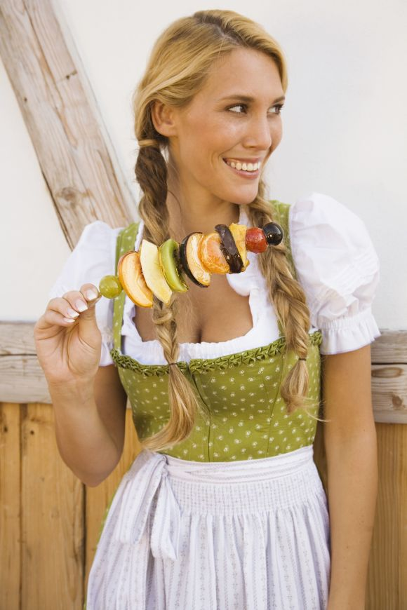 Baumwolldirndl grn mit weier Schrze
